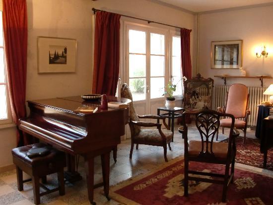 La Roseraie de Vrigny: Salon
