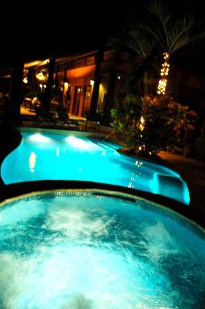 Casa Ramon: pool at night