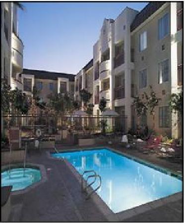 HYATT house Cypress/Anaheim: Pool/Courtyard View