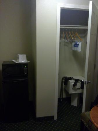 LAX South Travelodge: Room