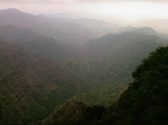 Anarkali Hotel: The hills
