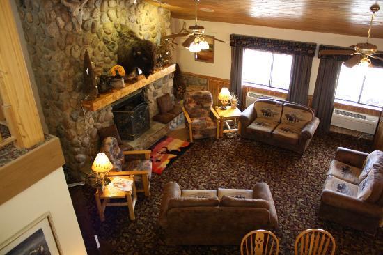 AmericInn Lodge & Suites Medora: Lobby of the Hotel - with a nice fireplace!