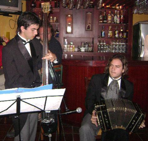 Parrilladas Dos Argentinos: Tango en el restaurante