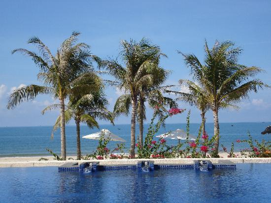 Princess D'An Nam Resort & Spa: Sea View from Pool