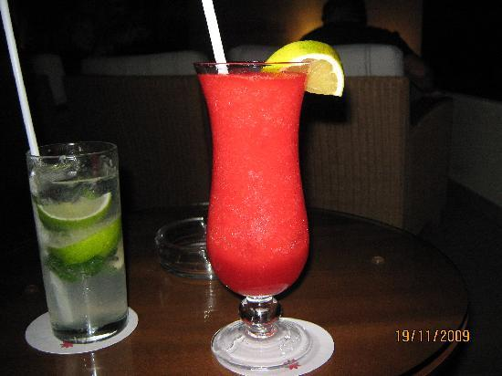 Excellence Playa Mujeres: Strawberry Daiquri and Mojito