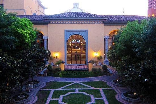 San Pedro Garza Garcia, Meksika: Central Courtyard