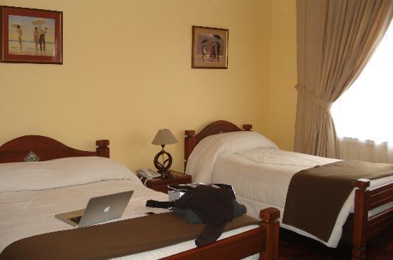 لا كارتوخا: Larger room, Room 3 (or 4?)