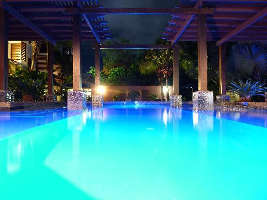 Freestyle Resort Port Douglas: New Freestyle Pool at Night