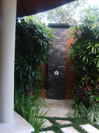 The Kunja Villas & Spa: Douche extérieure