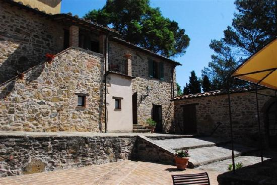 Castiglion Fosco, Italy: Comfy rooms with lovely farmhouse setting