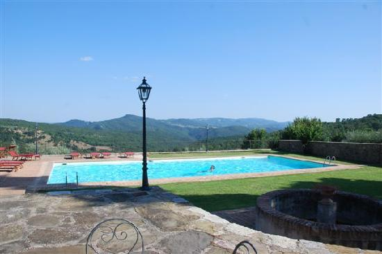 Castiglion Fosco, Italy: Large open pool with great view, also covered pool