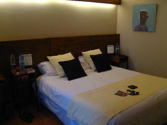 Hotel Babel: bed