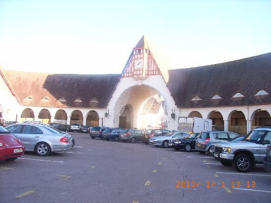 Ле-Туке, Франция: Market Place in front of the hotel