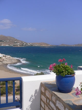 Naoussa, Grekland: View from the terrace facing the beach