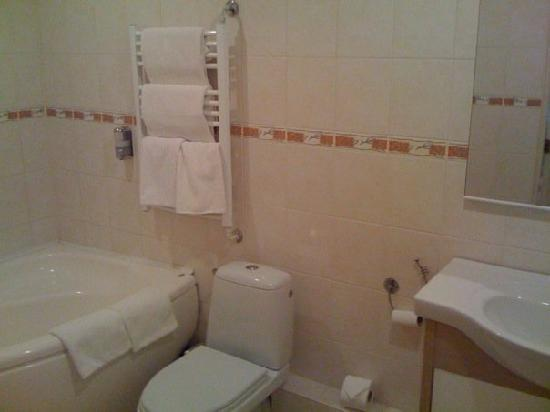 Hotel Latgale: Nice and clean bathroom
