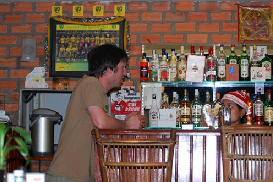 Rosy Guest House: The well stocked bar at the Rosy Guesthouse