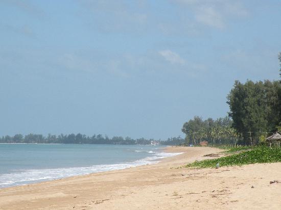 Khaolak Orchid Beach Resort: beach in front
