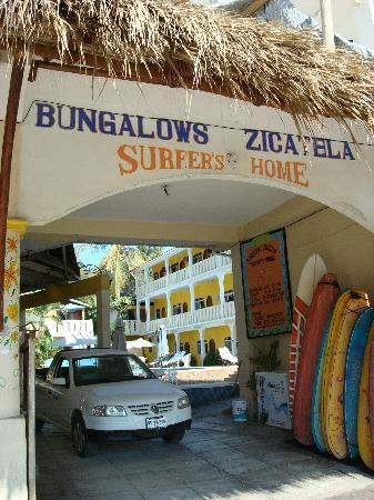 Bungalows Zicatela: Front Entrance
