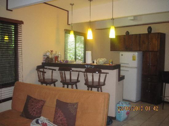 La Posada Private Jungle Bungalows: Villa living room, kitchenette