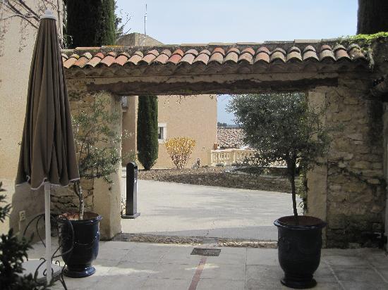 Le Mas de Guilles: passageway