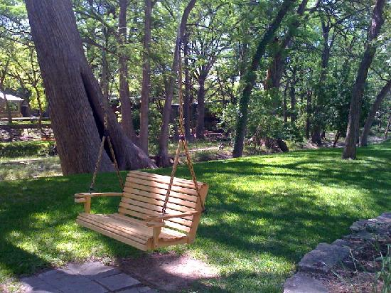 Creekhaven Inn: Restful creek