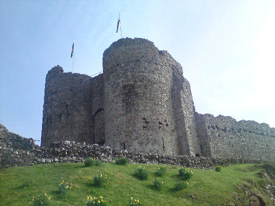 The Grapes Hotel: Criccieth Castle