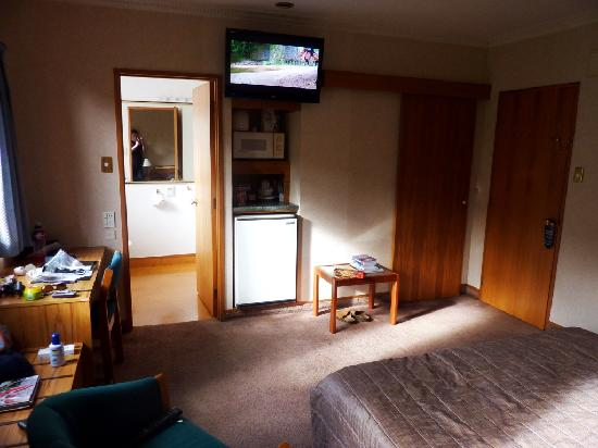 Palmerston North, Selandia Baru: Kitchen, TV and storage
