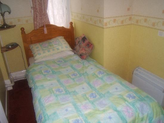 Barclay Court : Single room/bed