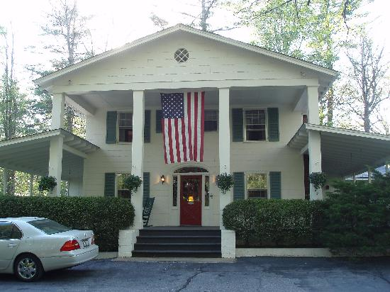 Colonial Pines Inn Bed and Breakfast: Main House