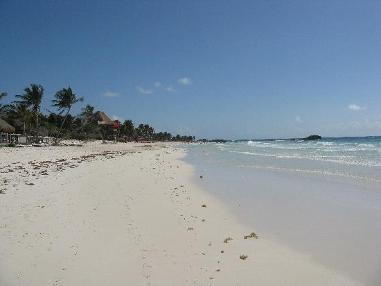 Posada Margherita: Beach to the left at PM