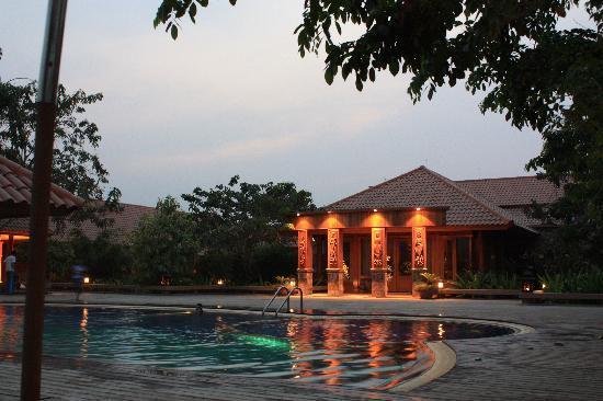 Rupar Mandalar Resort : la piscina
