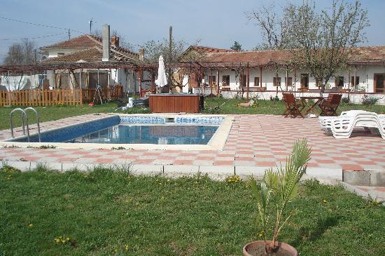 Villa Resen : Pool area