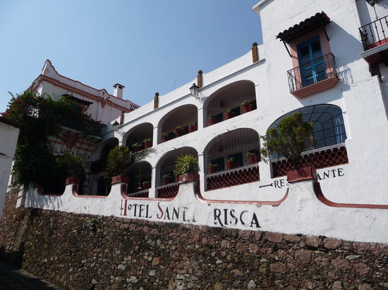 Santa Prisca: Front drive up to hotel above the square