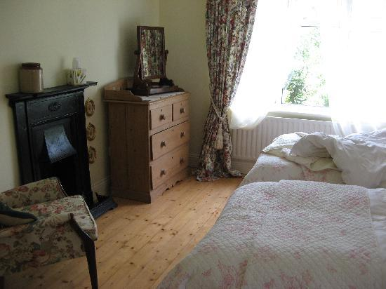 Railway Lodge Country House: another room 2