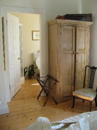 Railway Lodge Country House: another room 3
