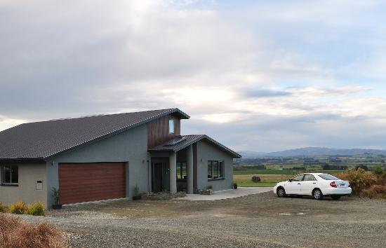Hokonui Bed and Breakfast: Lovely modern home in the gorgeous South Island countryside.