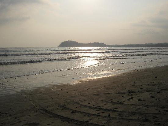 Hotel Sol Samara: atardecer en playa samara
