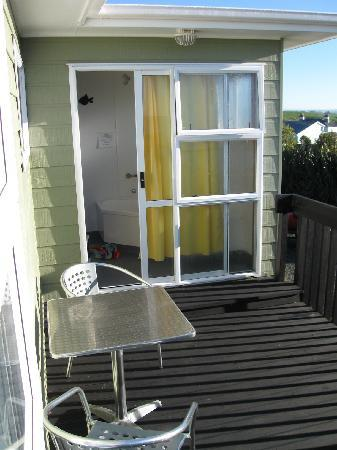 Nugget View & Kaka Point Motels: Mini deck out from Spa