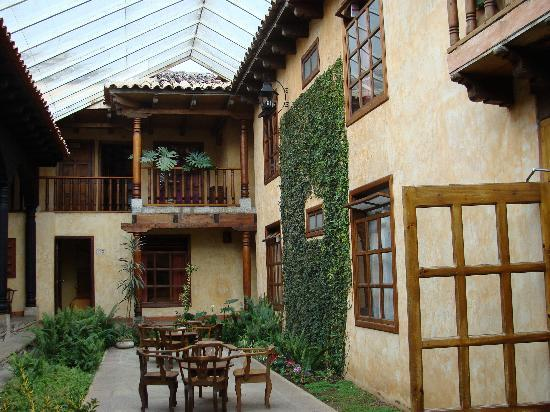 Hotel Casavieja: Hotel courtyard