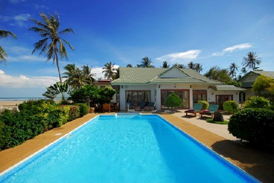 Shiva Samui: Baan Flora 3 bedroom beachfront villa