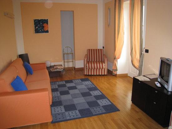 Hotel Residence La Luna Nel Porto: Large living room