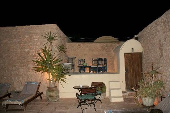 Dar Dhiafa: la piscine le soir