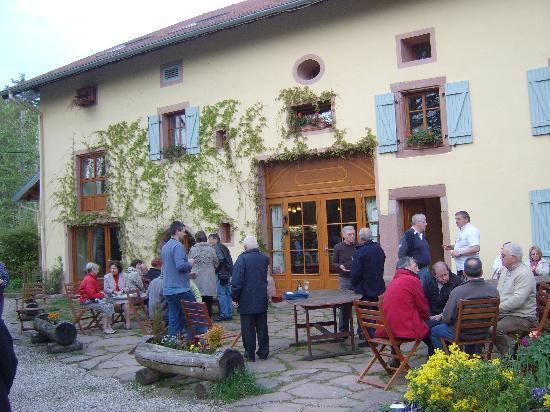 Taintrux, France: aperitif sur la terrasse