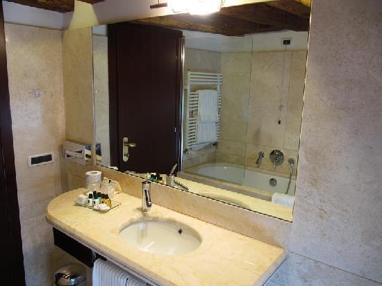 Ruzzini Palace Hotel: Baño de la habitación 407 del Ruzzini Palace