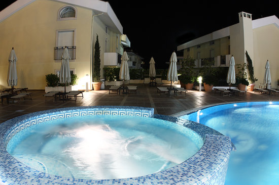Virgilio Grand Hotel: Piscina notturna