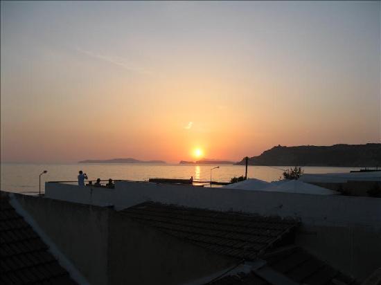 Hotel Horizon: sunset view from balcony