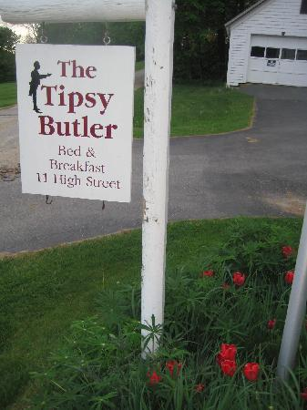 The Tipsy Butler Bed and Breakfast: Welcome to the Tipsy Butler Inn