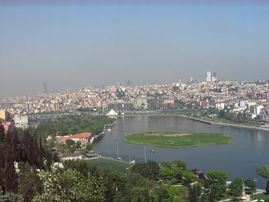 Estambul, Turquía: fin de la corne d'or vue depuis le café Pierre Loti à Ethyup