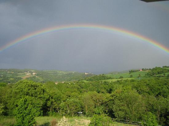 Castelraimondo, Włochy: arcobaleno su Borgo Lanciano