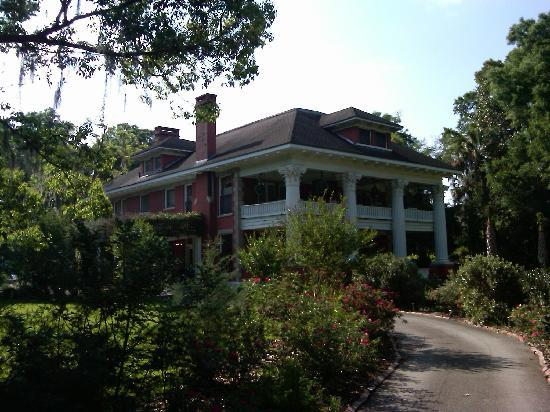Herlong Mansion Bed and Breakfast Inn: Herlong Mansion and gardens